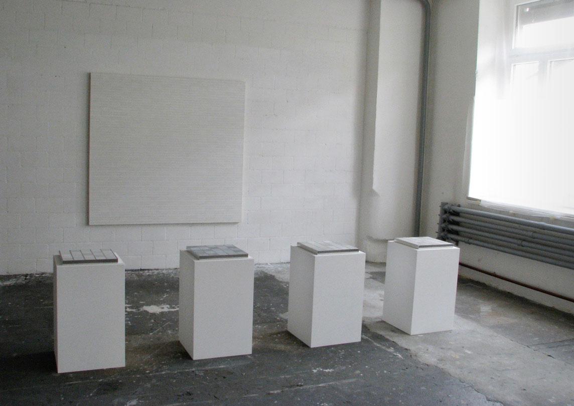 intuitiv geordnetes weiss je 25-teilig 2007 graphit/oel auf papier/auf holz in aluminium 33 x 33 x 2,5 cm