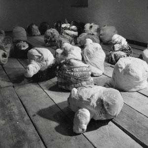 yvonne-huggenberger, sackgeburten 1-29 teilansicht, 1994, installation, thumb